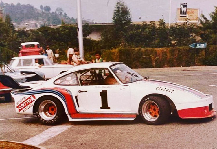 Pablo Escobar racing Porsche 911 on the streets of colombia